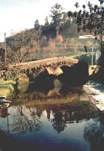 Una de las presas del Río Mendo a su paso por Roibeira. Foto del autor.