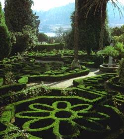 Jardines del Pazo de Mariñán. Al fondo, la ría de Betanzos.