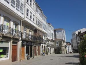 El palacio de Andrade ocupaba las casas de la izquierda. Detrás estaba la huerta de Quiñones.