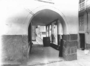 La Calle de los sombrereros, el el tramo del adarve de la muralla. Principios del s.XX (Archivo del autor).