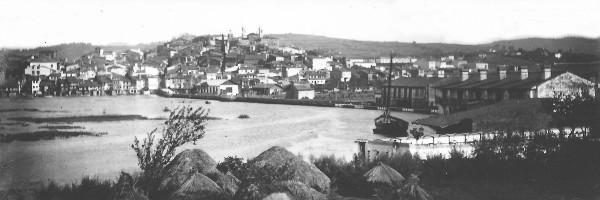 Vista general de Betanzos, a principios del siglo XX. Foto F. J. Martínez Santiso. Placa de cristal del archivo del autor.