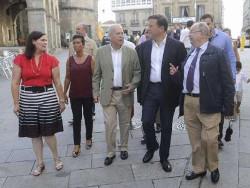 El presidente de Panamá, acompañado de los acaldes de Betanzos y Bergondo y de este cronista oficial. Foto: La Opinión.