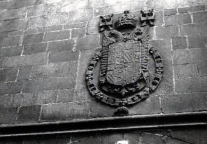 Escudo imperial, en la fachada del Convento