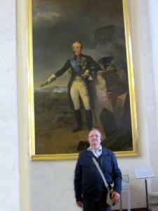 El autor, ante el retrato que del Conde Suvorov pintó Frosté, en el Hermitage