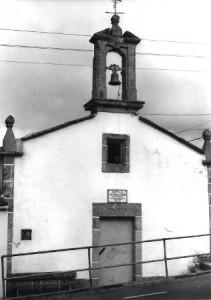 Capilla de San Juan de la Arena, ubicada en Sombreo (Miño) desde 1832. Foto del autor, 1984.
