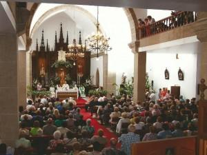 Una imagen del templo durante la Eucaristía. Foto Élite, Miño.