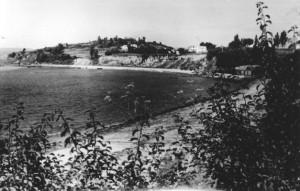 El Almacén al borde de La Ribeira de Miño a mediados del siglo pasado.
