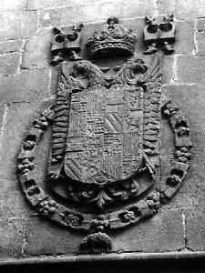 Blasón imperial en la fachada del convento. Archivo del Autor.