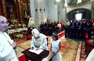El arzobispo de Santiago, en un momento de la celebración del VI Centenario del voto realizado por Betanzos a San Roque. Foto Arume.